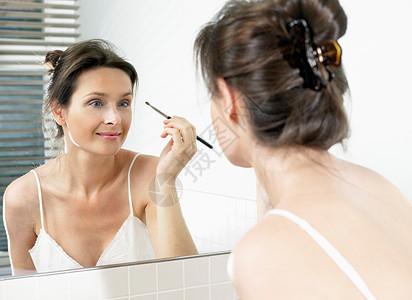 女卫生间化妆图片