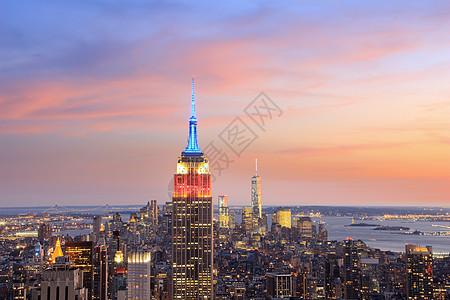 美国纽约黄昏时分曼哈顿天际线和帝国大厦的景色图片