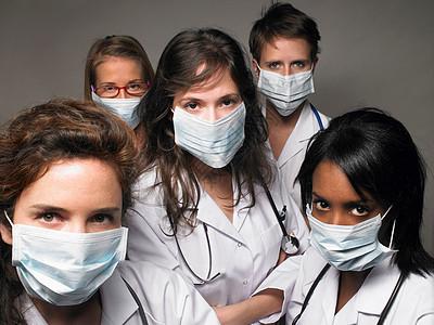 戴面具的年轻医生组图片