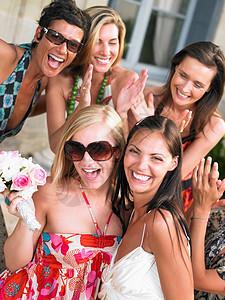 新娘和伴娘图片