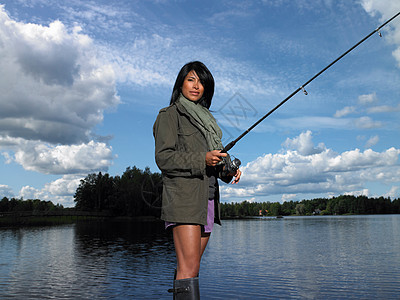 女人钓鱼图片