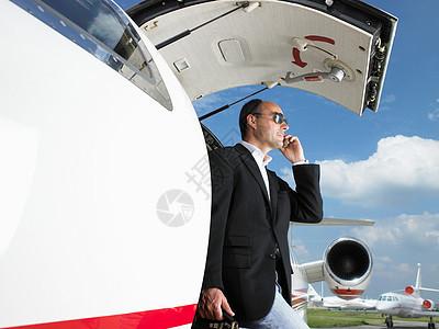 商人离开私人飞机图片