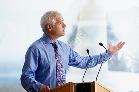 演讲的男人图片