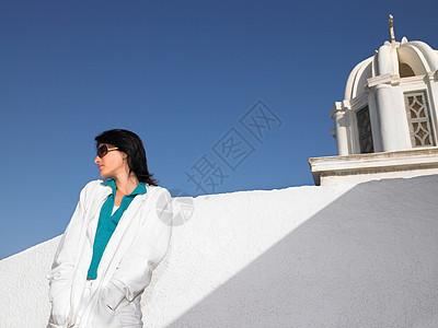 圣托里尼沉思的女人图片