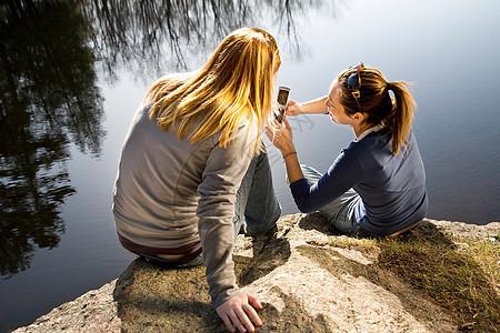 湖边电话图片