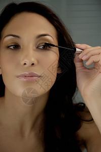 女士睫毛膏图片