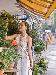在花店购物的女人图片