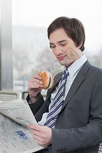 商人边吃边读书图片