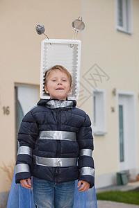 戴自制太空帽的男孩图片