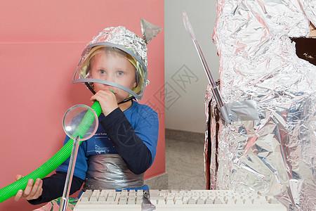 自建太空屋男孩图片