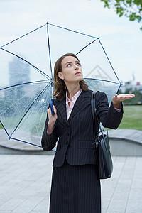带伞的女商人图片
