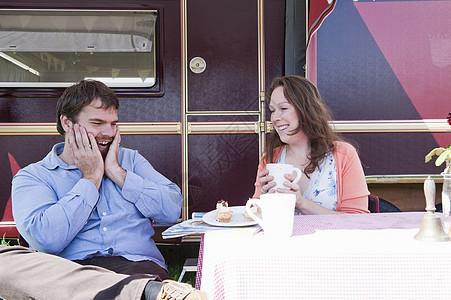 情侣野餐图片