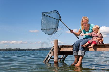 母女用网钓鱼图片
