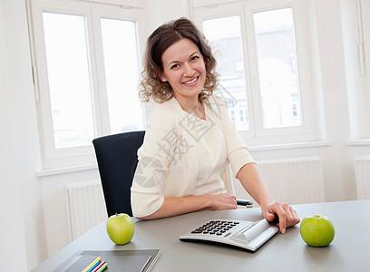 办公室女性图片