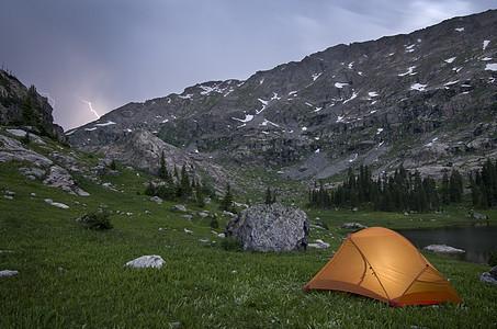 美国科罗拉多州印第安山峰荒野地狱峡谷上湖附近露营图片