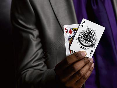 有扑克牌的商人图片