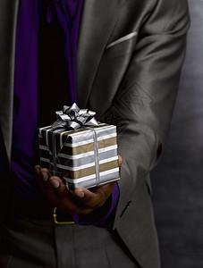 送礼物的商人图片