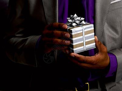 拿礼物的商人图片