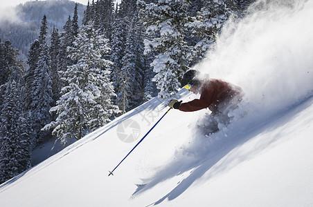 美国犹他州孤山度假村男子滑雪图片