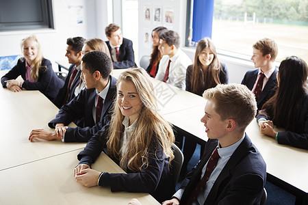 班上的十几岁小学生图片