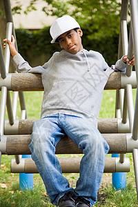 公园里的黑人少年图片