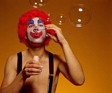 小丑吹泡泡图片
