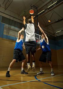 篮球运动员投篮图片