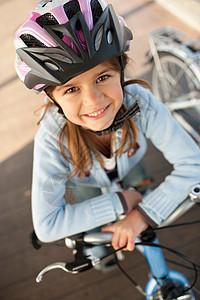 骑自行车上的女孩图片