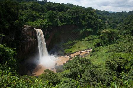 喀麦隆沿海地区的Ekom瀑布图片