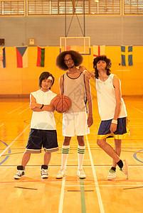 三名篮球运动员图片