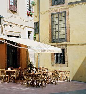 一家咖啡馆和酒吧外的露台图片