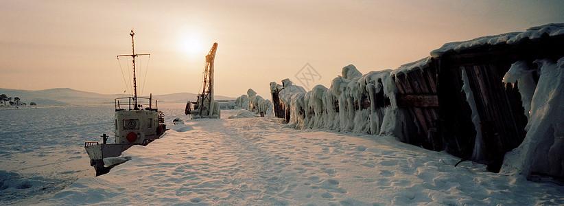 俄罗斯西伯利亚比亚卡尔湖奥尔科恩岛港口图片