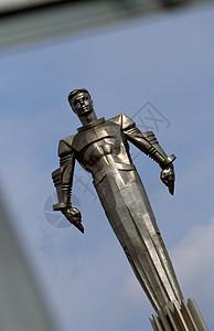 宇航员尤里·加加林的雕像图片