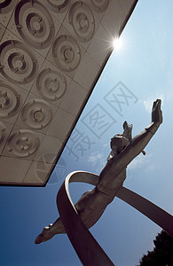 宇航员亚历克赛·列昂诺夫的雕像图片