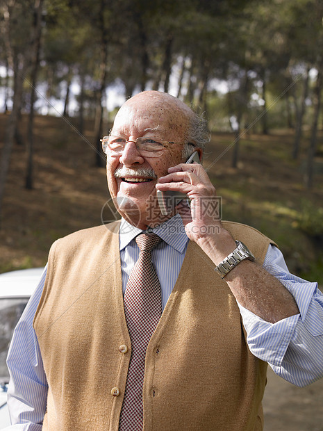 打电话老年男性图片