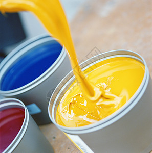 黄色油漆桶图片