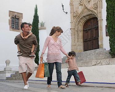 逛街购物的一家人图片