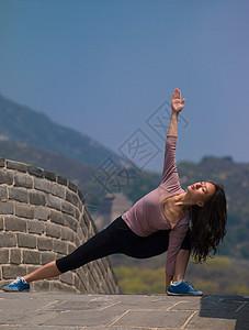 中国长城上的女人图片