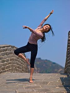 长城跳舞的女人图片