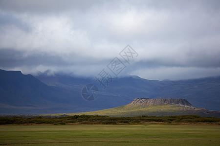 乡村景观中的火山口图片