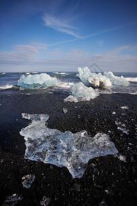 黑沙滩上的冰川图片