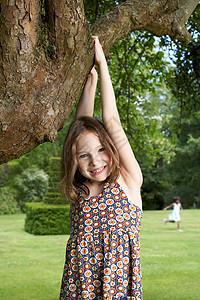 花园里的孩子图片