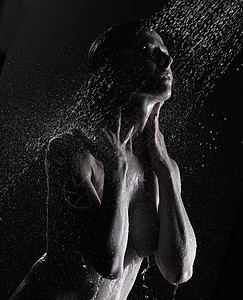 成熟女性洗澡低调形象图片