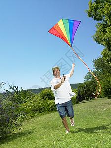 带着风筝跑的人图片