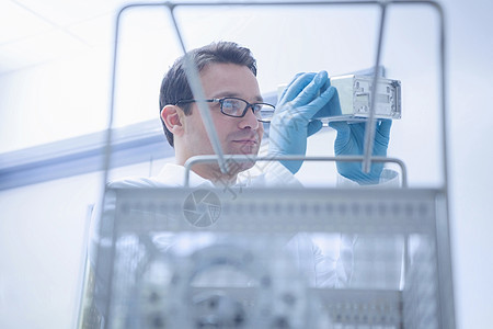 CNC工程生产和质量控制工程师图片