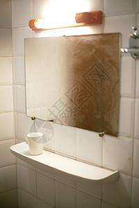架子和镜子图片