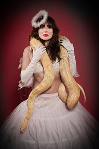 女人与蛇图片