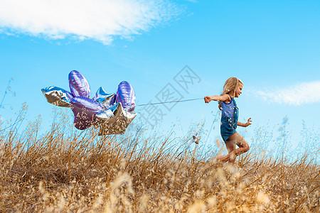 美国加州暗黑破坏神山州立公园玩气球的女孩图片