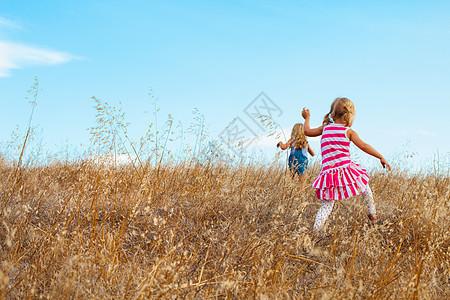美国加利福尼亚州暗黑破坏神山州立公园,女孩们在玩耍图片