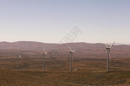 美国华盛顿州乡村景观中的一排风力涡轮机图片